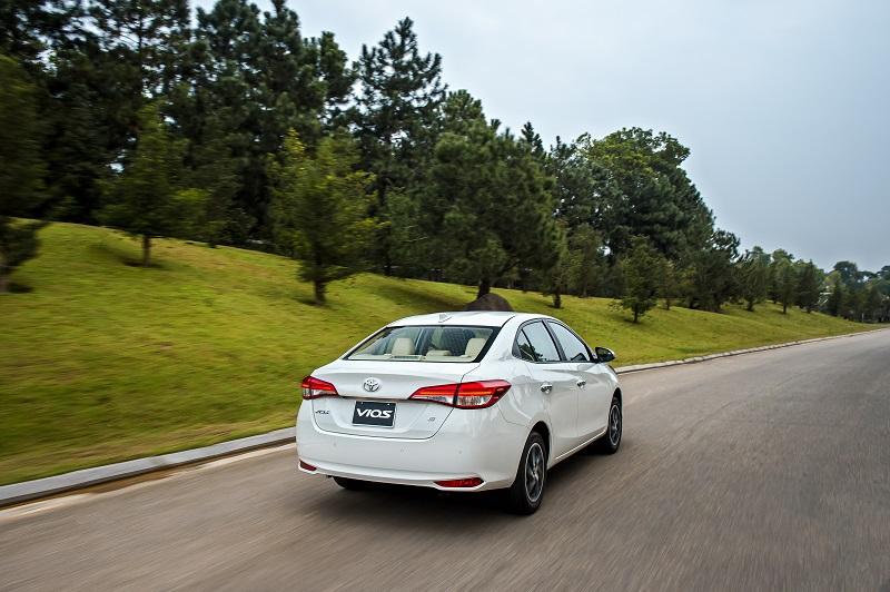 Toyota Vios White van hanh 8